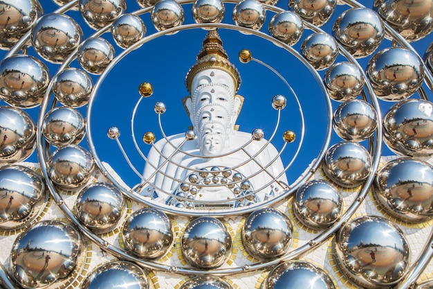 ワット・ファ・ソーン・カウフ、タイのペッチャブーン州の美しい仏教寺院。