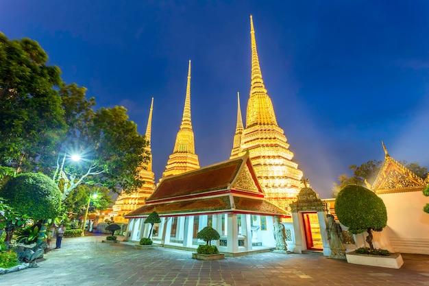 Храм ват пхо или ват пхра четупхон в бангкоке, таиланд