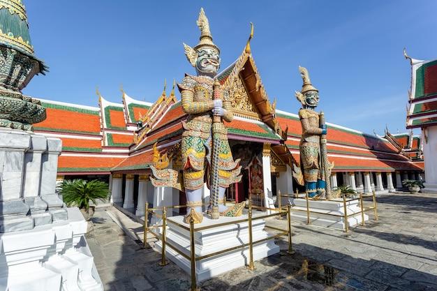 ワットプラケオと晴れた日のグランドパレス、バンコク、タイ