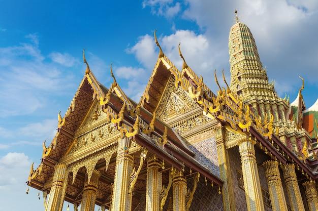 タイのバンコクにあるエメラルド仏の寺院として知られるワットプラケオ