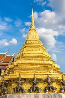 Wat phra kaew (temple of the emerald buddha) in bangkok, thailand
