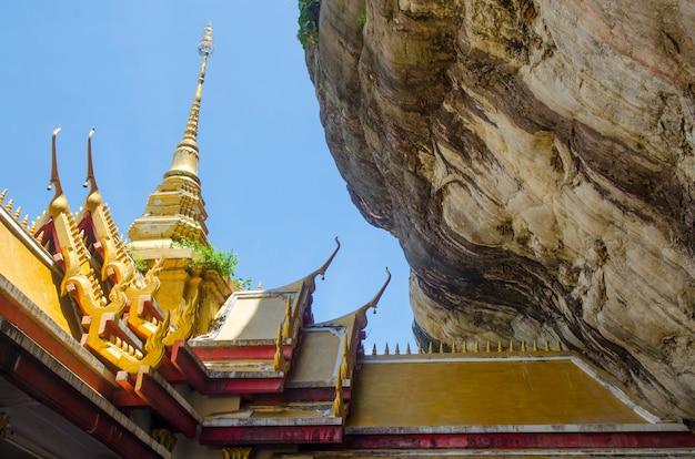 Wat phra putthachai、崖の上の寺院、saraburi、タイ