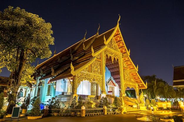 Храм буддистов ват пхра сингх в чиангмае, таиланд
