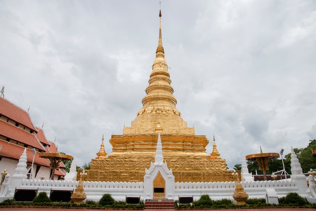 Wat phra that chae haeng - знаменитый знаменитый храм в нан северной провинции северного таиланда.