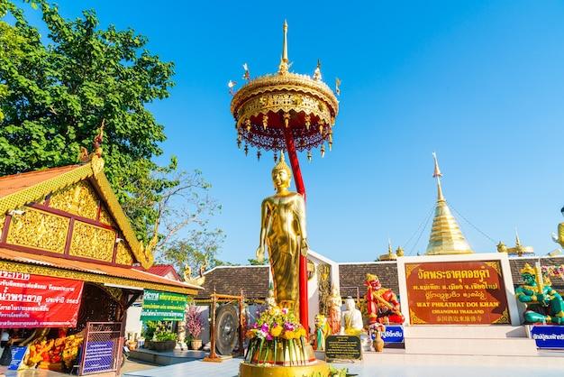 태국 치앙마이의 왓 프라 탓 도이 캄 (황금산 사원)