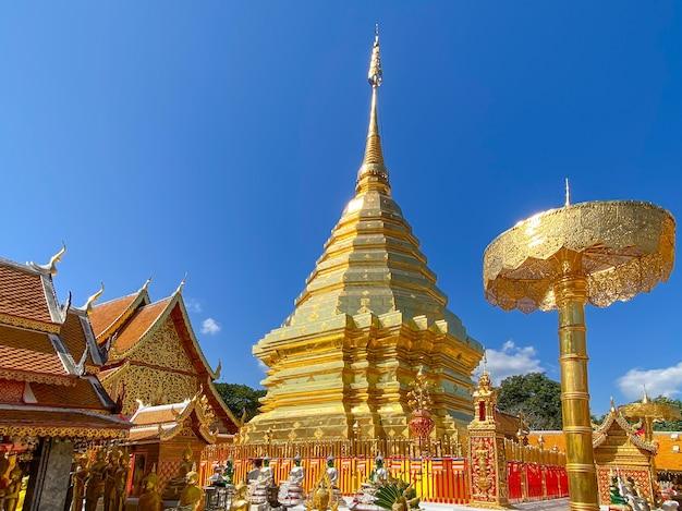 Ват пхра тхат дой сутхеп - буддийский храм и туристическая достопримечательность в чиангмае, таиланд.
