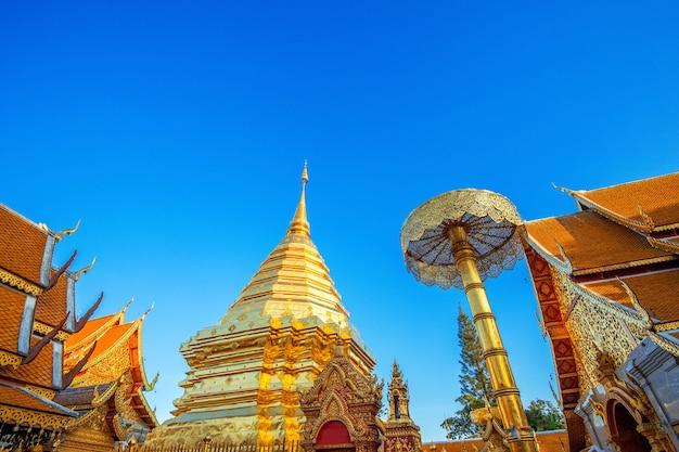 タイ、チェンマイのワットプラタートドイステープ寺院。