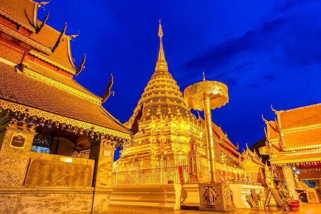 Wat phra that doi suthep является туристической достопримечательностью чиангмая, таиланд