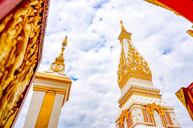 ワットプラタートパノムはタイのタートパノムにある寺院