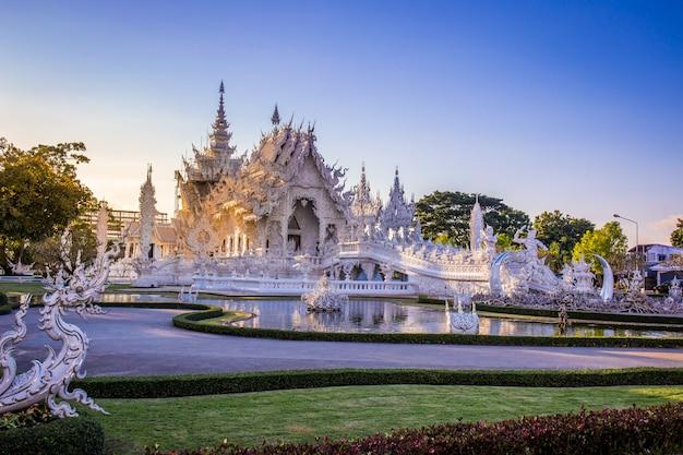 Wat rong khun chiang rai、タイの美しくて素晴らしい白い芸術寺院