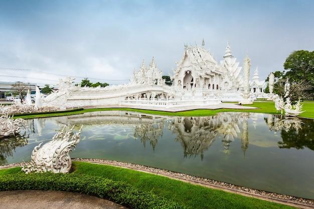 태국 치앙라이의 왓 롱쿤 사원