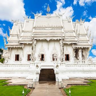 Wat rong khun(하얀 사원)은 태국 치앙라이에 있는 불교 사원 스타일의 현대 미술 전시회입니다.