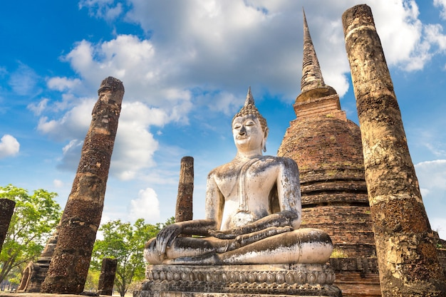 Храм ват са си в историческом парке сукхотай, таиланд