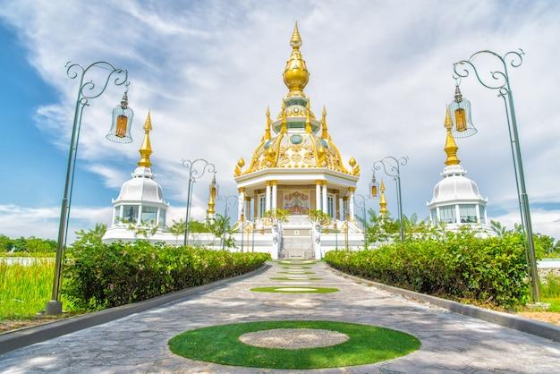 Храм ват тхунг сетхи (wat thung mueang) в кхонкэне является туристической достопримечательностью, таиланд.