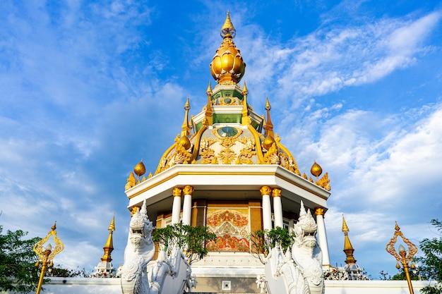 Висок wat thung setthi в провинции khonkaen таиланде.