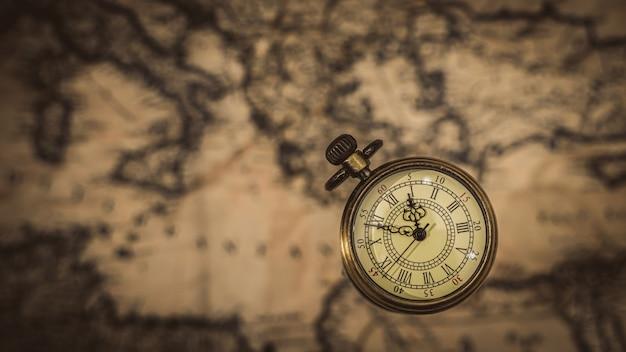世界地図でペンダントを見る