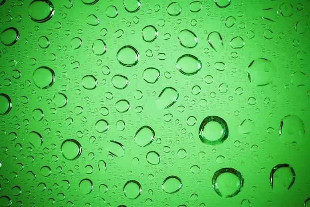 물 유리 배경에 삭제합니다.