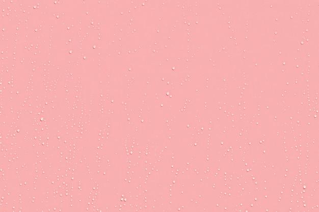 ピンクのプラスチックに水滴