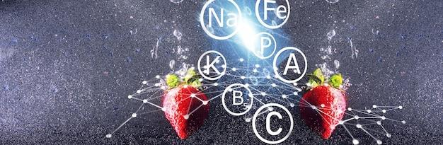 Капли воды на спелой сладкой клубнике. свежие ягоды фон с копией пространства для вашего текста. концепция веганской еды.
