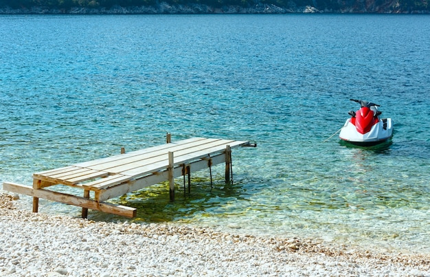해변 근처 물 오토바이. 여름 바다보기 antisamos, kefalonia, 그리스.