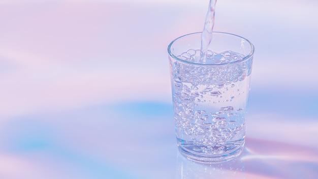 Вода льется в стекло эстетика цвета неоновых огней