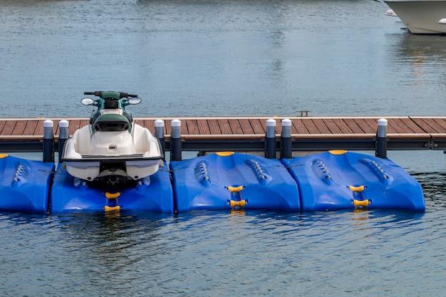 Водный скутер на пристани