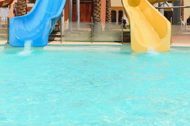 Водные горки в аквапарке