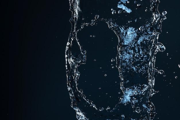 紺色の背景に分離された水のしぶき