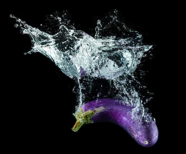 水しぶきと紫なす