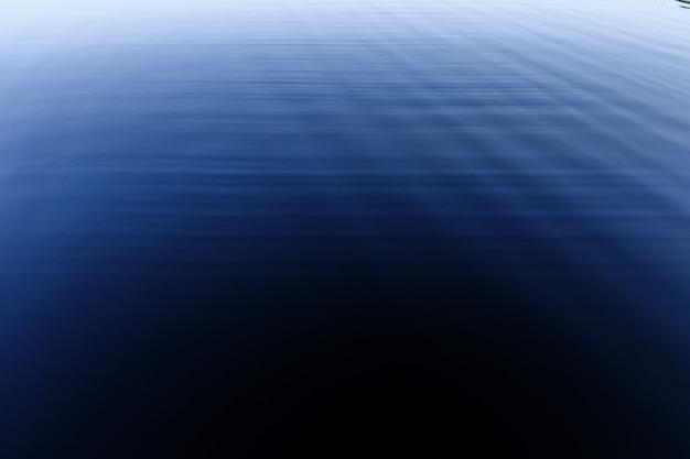 호수에 물 표면. 고품질 사진