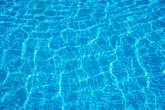 Текстура водного бассейна и поверхностная вода в бассейне. задний план