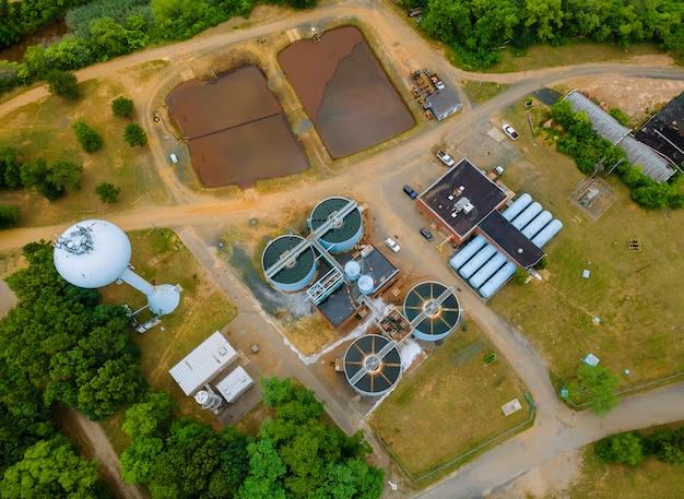システム内のプラント後の廃水処理処理における水タンク