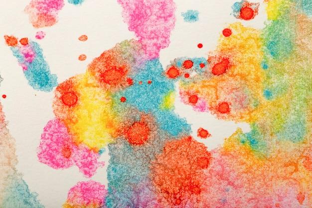 Акварельный фон. цветные мазки акварельной краской на белой бумаге. фото высокого качества