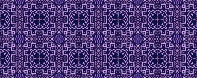 水彩セラミックタイルの幾何学的な背景。紫のシームレスパターン。
