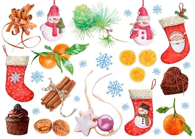 水彩画のクリスマスと新年の装飾。ストッキング、みかん、雪だるま、シナモン、クッキー、クルミ、カップケーキ、白い背景の上の雪片。