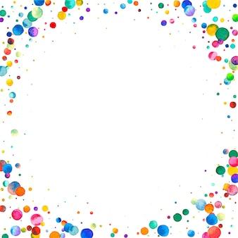 白い背景の上の水彩紙吹雪。見事な虹色のドット。幸せなお祝いの正方形のカラフルな明るいカード。可愛らしい手描きの紙吹雪。