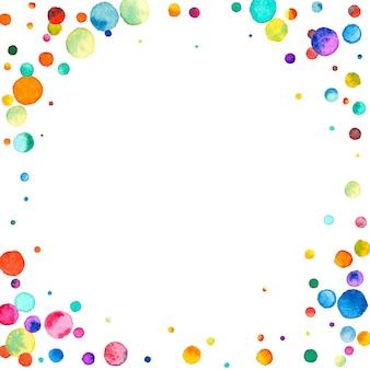 Акварельное конфетти на белом фоне. замечательные точки цвета радуги. счастливый праздник квадратная красочная яркая карта. сияющее конфетти, расписанное вручную.
