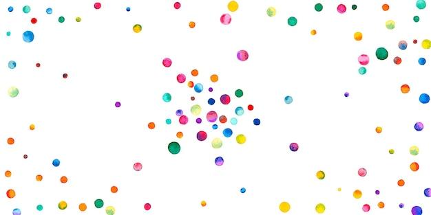 白い背景の上の水彩紙吹雪。愛らしい虹色のドット。幸せなお祝いワイドカラフルな明るいカード。魅力的な手描きの紙吹雪。