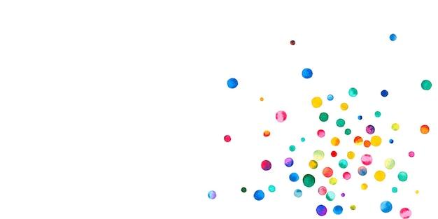 Акварельное конфетти на белом фоне. живые точки цвета радуги. счастливый праздник широкая красочная яркая карта. причудливое конфетти ручной росписи.