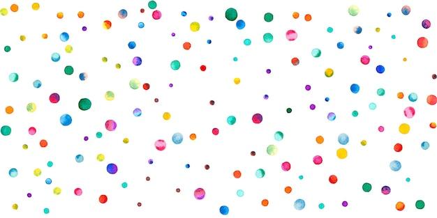 白い背景の上の水彩紙吹雪。生きている虹色のドット。幸せなお祝いワイドカラフルな明るいカード。心地よい手描きの紙吹雪。