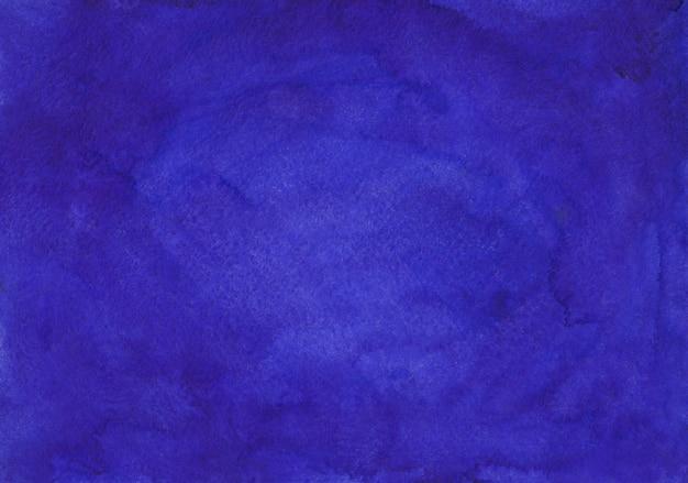 水彩の深い藍色の背景テクスチャ手描き。紙にアクアレルの汚れ。