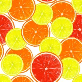 白い表面にレモン、オレンジ、グレープフルーツのスライスと水彩の手描きのシームレスなパターン