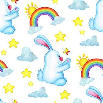 Акварельные иллюстрации бесшовные повторяющийся узор с кроликом, радугой, облаками и звездами. голубой заяц ловит рисунок бабочки для детей. детский душ, изолированные на белом фоне. нарисовано от руки.