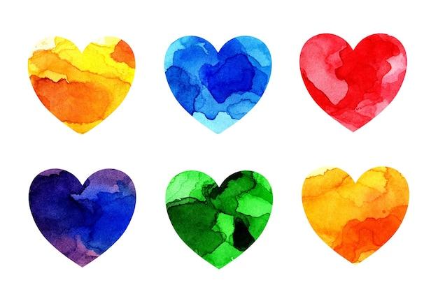 Акварельные иллюстрации разноцветного набора сердечек с пятнами и оттенками краски