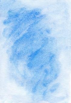 Акварель светло-голубой фон жидкой текстуры. акварель абстрактный лазурный фон. пятна на бумаге.