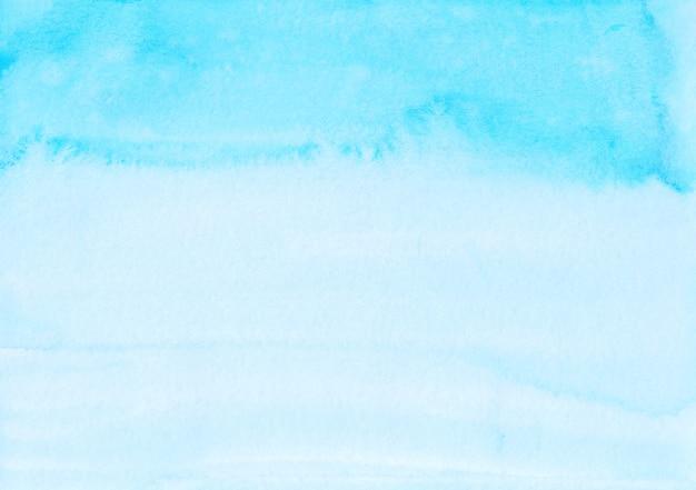 수채화 밝은 파란색 선염 배경 손으로 그린. 해당 하늘색 텍스처입니다.