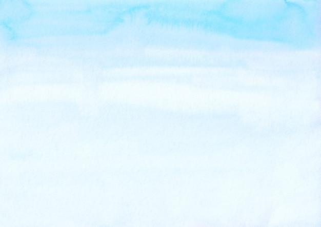 Акварель светло-голубой синий и белый фон. акварель яркие небесно-голубые пятна на текстуре бумаги. художественный фон.