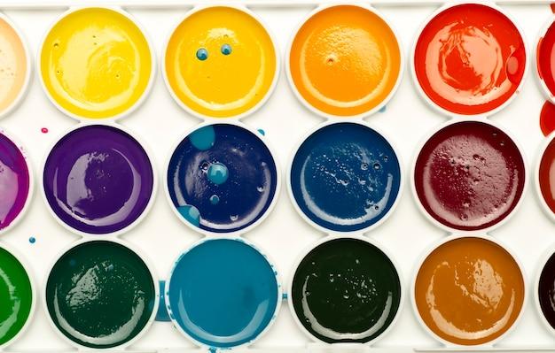 고품질 사진을 그리기 위한 수채화 물감 배경 여러 가지 빛깔의 물감