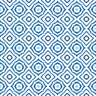 水彩の夏のエスニックボーダーパターン。ブルーの見事な自由奔放に生きるシックな夏のデザイン。テキスタイル対応の上品なプリント、水着生地、壁紙、ラッピング。エスニックな手描きのパターン。