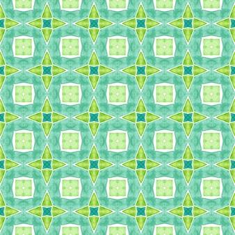수채화 여름 민족 테두리 패턴입니다. 녹색 이국적인 boho 세련된 여름 디자인. 섬유 준비 공정한 인쇄, 수영복 직물, 벽지, 포장. 민족 손으로 그린 패턴.